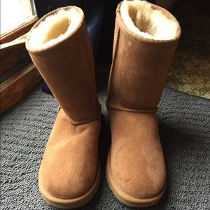 UGG Classic Boots in Chestnut